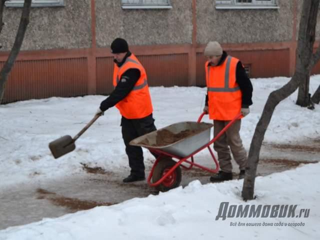 Чем посыпать дорожки от льда