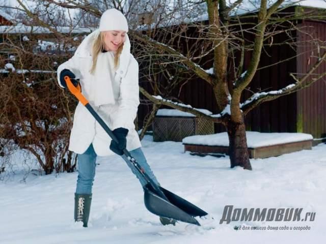 Какую выбрать лопату для уборки снега
