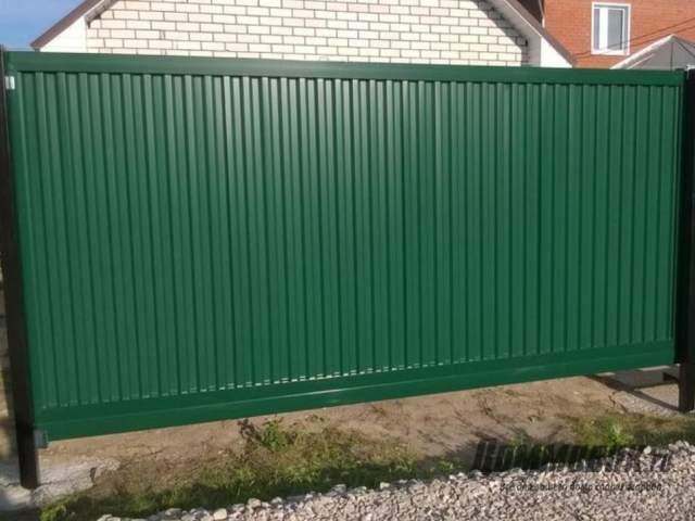 Как выбрать забор для дачи из профлиста