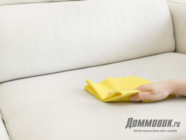 Как избавиться от запаха и пятен на диване