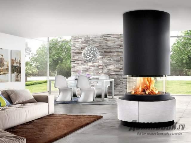 Дизайн столовой с камином