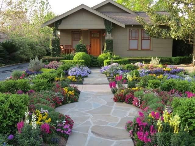 цветники в ландшафте двора