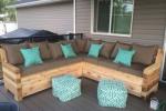 Дачный диван может быть разным